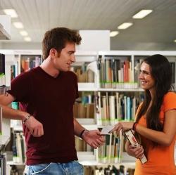 11 Subtiele Lichaamstaal Signalen Die Verraden Dat Hij Je Leuk Vindt